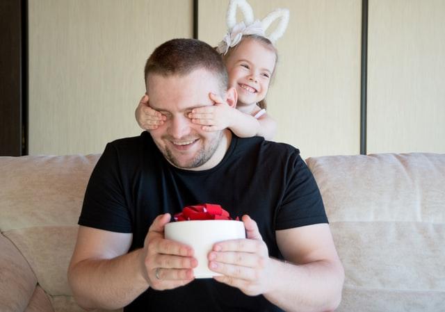 Comment acheter un cadeau personnalisé pour la fête des pères ?